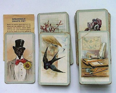 37 speelkaarten; reglement; twee kartonnen hoesjes; een bandje (bruin); gekleurde tekeningen.
