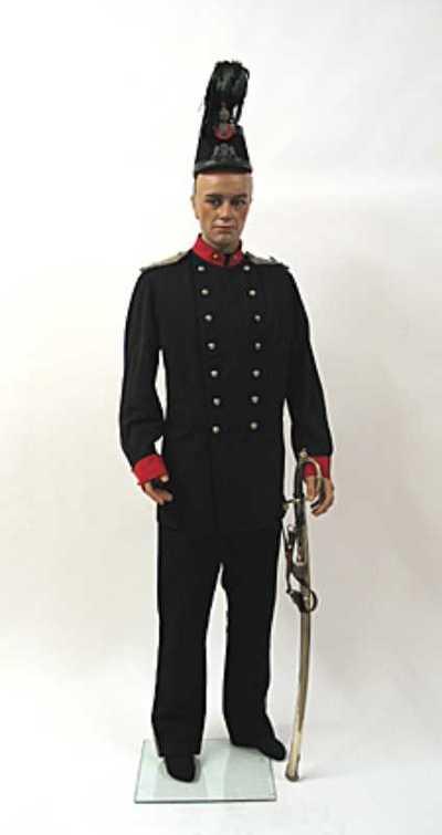 Herenpet (sjako) behorend bij uniform van een adjudant van de infanterie van de Utrechtse Schutterij