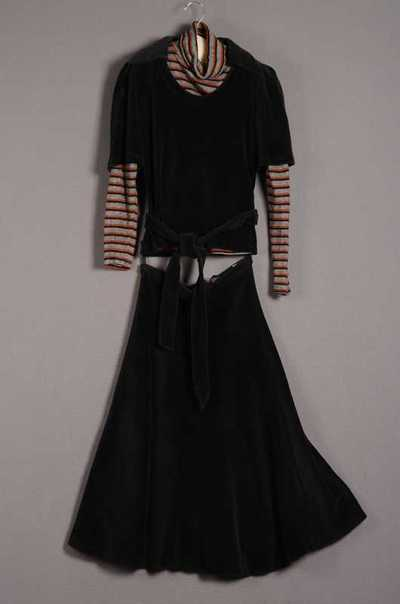 Damesensemble bestaande uit rok, trui en ceintuur