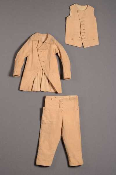 Jongensensemble bestaande uit jasje, broek en vest