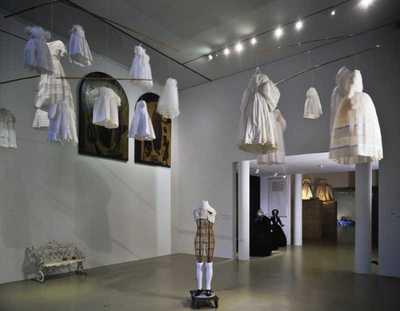 Ruisende Rokken : 200 jaar kostuums uit de collectie van het Centraal Museum Utrecht