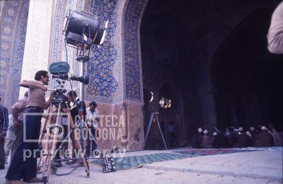 Pier Paolo Pasolini. Il fiore delle mille e una notte. 1974 / Iran - Esfahan, moschea Maden Sha, Pier Paolo Pasolini gira