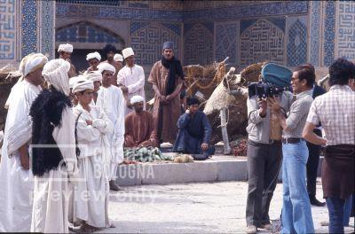 Pier Paolo Pasolini. Il fiore delle mille e una notte. 1974 / Iran - Esfahan, moschea del venerdì, Pier Paolo Pasolini gira