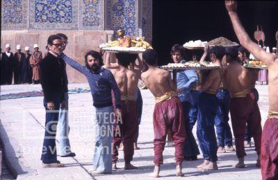 Pier Paolo Pasolini. Il fiore delle mille e una notte. 1974 / Iran, Esfahan, moschea del venerdì, Pier Paolo Pasolini sul set