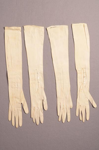Twee paar dameshandschoenen