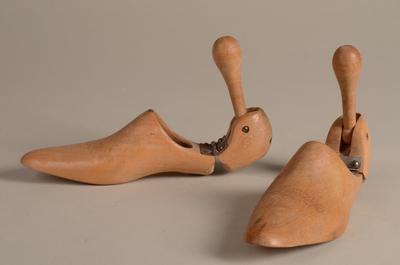 Paar houten schoenenspanners