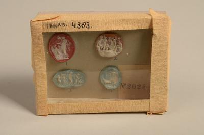 Vier ouwels bestemd voor dames-medaillons