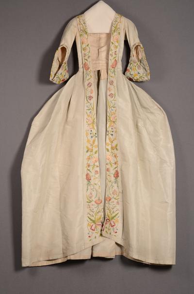 Robe à la française bestaande uit overkleed en rok