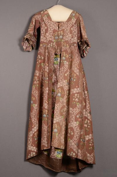 Robe à la française bestaande uit japon en overjapon
