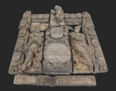 Reliëf en eerste steen keuken binnenplaats Burgerweeshuis