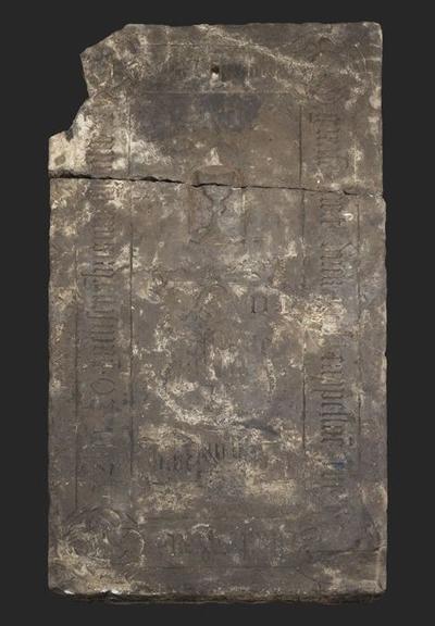 Grafsteen van kapelaan Meester Dirck Jansz. Volre, overleden 20 September 1532