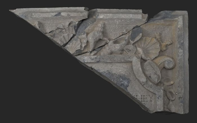 Vier fragmenten van rechterbovenhoek gevelsteen met ... HEY in cartouche (pendant van 10069)
