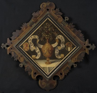 Ruitvormig rederijkersbord met op ene zijde goudkleurige vaas, banderol met opschrift, wapens van Holland en Rotterdam, op andere zijde de Uitstorting van de Heilige Geest