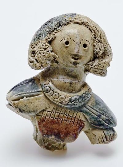 Buste van meisjesfiguur, fragment versiering tuitkan, figuurkan