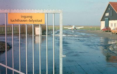 Oostelijk Flevoland: Lelystad. Vliegveld.