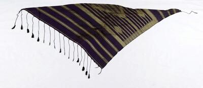 Katoenen hoofddoek versierd met een patroon van ruiten en sterren, onderdeel van een theaterkostuum