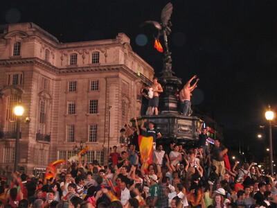 Spanish football fans in London