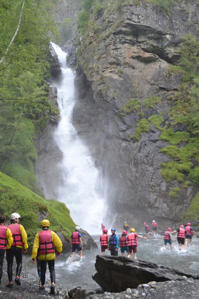 Un bain dans la cascade de Lanchatra