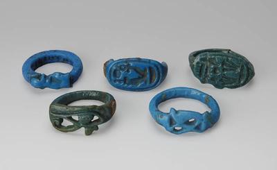 Amulet - pierścionek z napisem: Amon-Re, Pan Górnego i Dolnego Egiptu