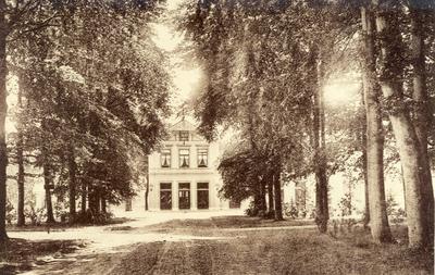 Mogelijk hotel Boschzicht aan het toenmalige Julianapark, nu oostocklaan en een ander gebruik van het gebouw.