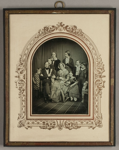 Johann P.L. Bartels mit seiner Frau Pauline, geb. Marschner und ihren sieben Kindern