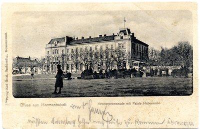 Gruss aus Hermannstadt. Bretterpromenade mit Palais Habermann