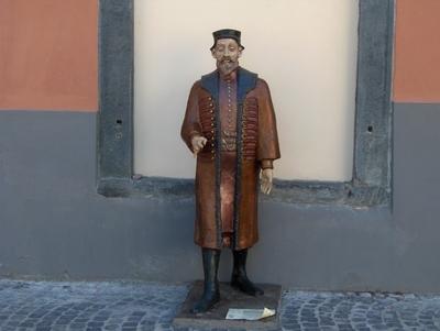 Istoria la pas. Faceti cunostinta cu Hermann