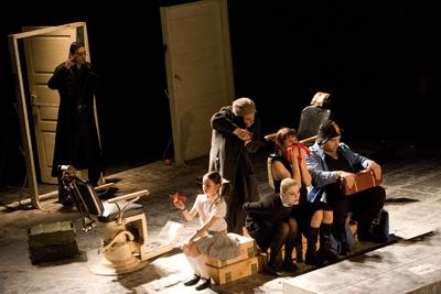 Othello ?! Adaptare scenica libera de Andriy Zholdak dupa tragedia Othello sau Maurul din Veneţia de William Shakespeare.