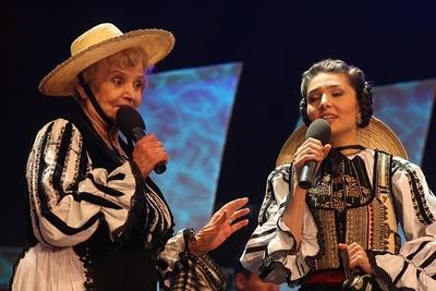 Spectacol folcloric in aer liber. Festivalul international de folclor Cantecele muntilor
