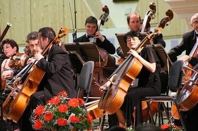 Muzica Marelui Ecran, concert sustinut de orchestra Filarmonicii de Stat din Brasov  si artisti ai orchestrei de Camera din Florenta, Italia