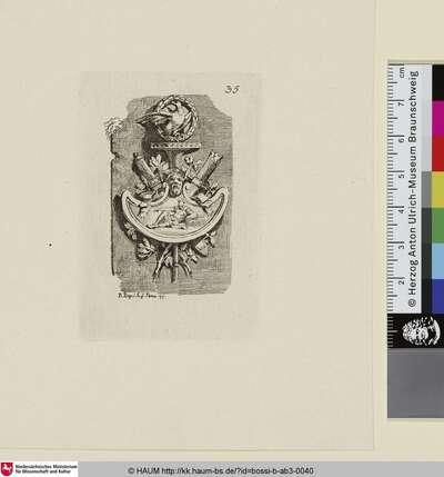 [Als Trophäe geschmückte Anordnung, in deren Zentrum ein Maskaron über einer liegenden, männlichen Figur angeordnet ist; die gesamte Anordnung ist von einem Adler vor einer kreisförmigen Ranke bekrönt]