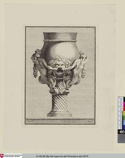 [Vase mit zwei Tritonen, die sich an dem Maul einer Maskaron festhalten]