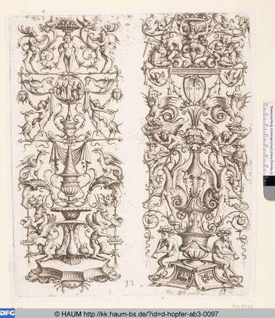 Zwei Hochfüllungen auf einer Platte: links Hochfüllung mit Grotesken, Satyrn und fünf Figuren im Rund; rechts Groteskenaufbau über Flöte spielenden Satyrn