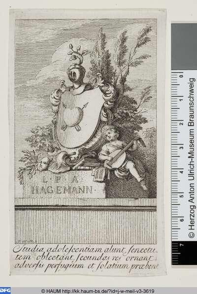 Wappen mit Herz und Pfeilen, daneben eine Laute spielender Junge