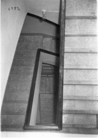 Pastas la Ideal. Vista de les escales de casa