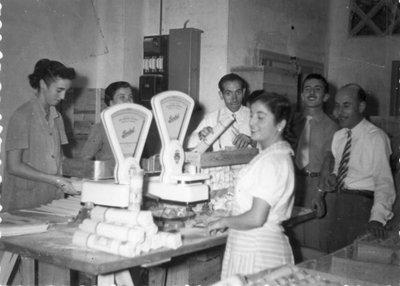 Pastas la Ideal. Treballadors de la fàbrica