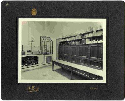Laboratori auxiliar.