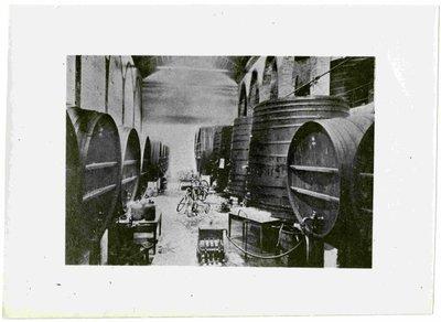 Sindicat agrícola Alella Venícola d'Alella (Barcelona). Vista interior