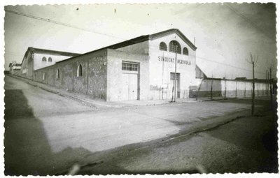 Sindicat agrícola de Terrassa (Barcelona). Façana de la bodega cooperativa.