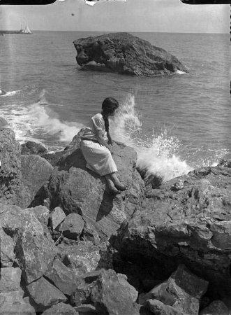 Donzella de la costa (composició) de la sèrie VI retrat. Figura Composició