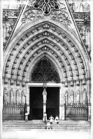 Portalada de la catedral de Barcelona.