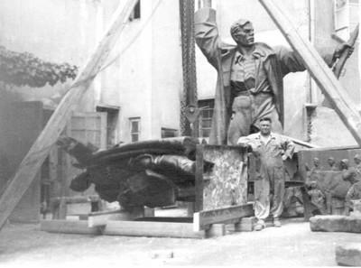 Radovi na lijevanju spomenika Marku Oreškoviću na Akademiji likovnih umjetnosti u Zagrebu