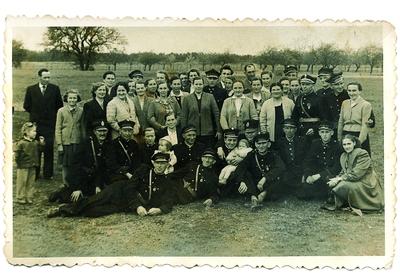 1958. Dąbróweccy strażacy z rodzinami