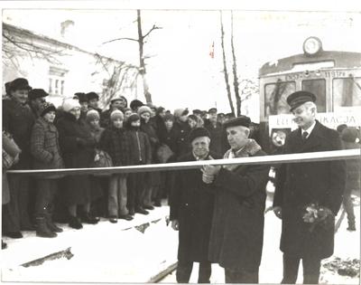 1981. Pierwszy pociąg elektryczny.