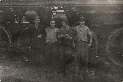 1958. Drużyna parowozowa z parowozu Ty2-201