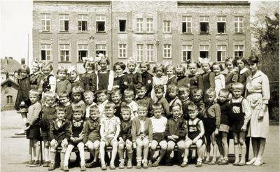 1 czerwca 1950. Fotografia szkolna z Węglińca