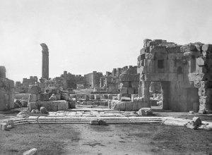 Baalbek, Blick in die Ruinen vom großen Eingangsportal aus