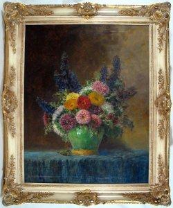 Herbstblumenstrauß in grüner Vase