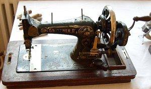 Nähmaschine (Handmaschine)