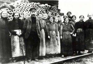 Russische Zwangsarbeitererinnen der Eisenhütte Holstein (Stahl- und Walzwerk)